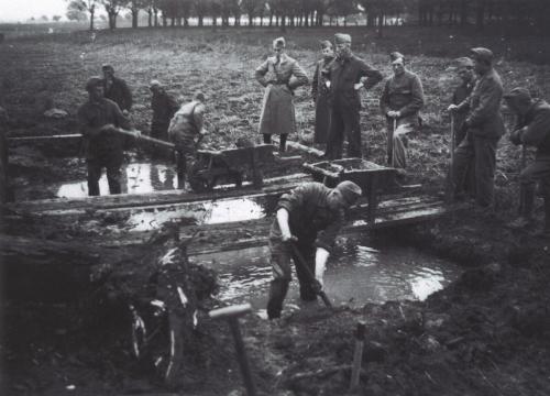 Ochten - graven aan de Liniedijk